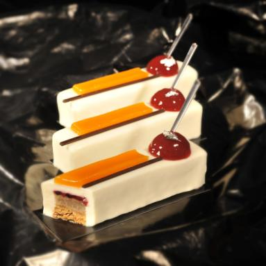 Evolving flavours 12 individual cakes 13 cm long and 3 cm high Bruno MONTCOUDIOL