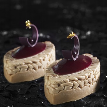 Blackcurrant Mont Blanc 8 small oval cakes Jean-Jacques BORNE